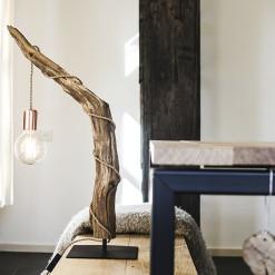 houten tafellamp met kooldraad lamp